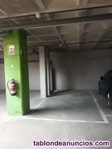 Alquiler de plaza grande garaje en calle del Monasterio de Oseira, 5