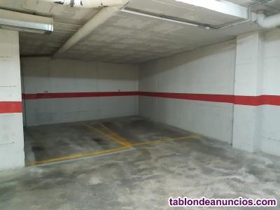 Alquilo plaza para coche, en av/ Carlos Haya.