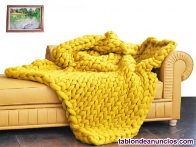 Manta y almohada cálidas y suaves de lana merino, así como un sombrero, bufanda
