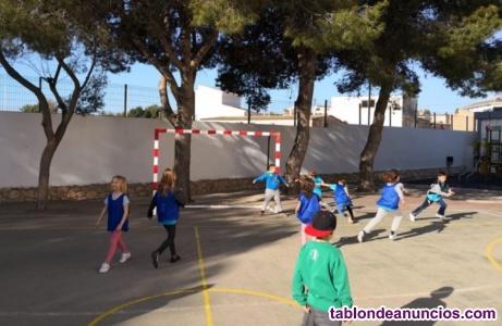 Monitor de juegos de patio en Vallecas