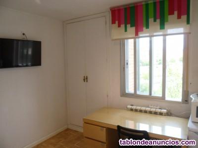 Habitación 300€ piso bien comunicado