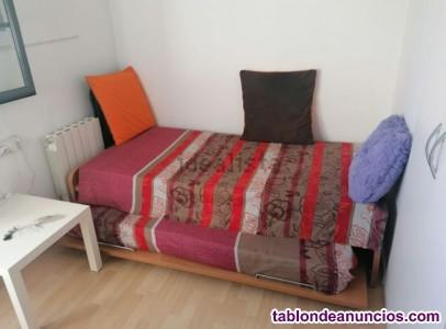 Habitación&baño privado, cama nido, tv, armario empotrado,cajonera, muy luminosa