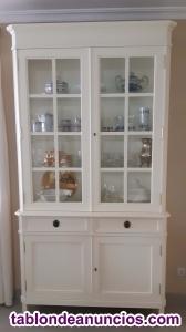 Aparador-vitrina clásica modelo Grecia en madera noble y color blanco roto.