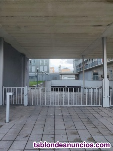 Alquiler de plaza de garaje en Avda. Naciones Unidas, 1 - Zabalgana-Ariznabarra