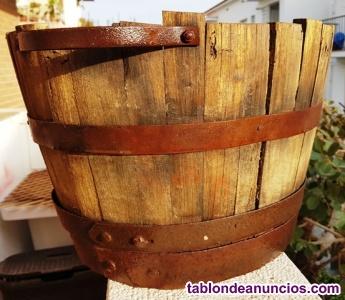 1/2 Media bota de madera con asas de hierro