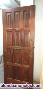 Se vende puerta de entrada de madera maciza