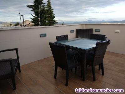 Piso 2 dorm, amueblado, terraza grande, 300 €/mes. Tel. 635510519.