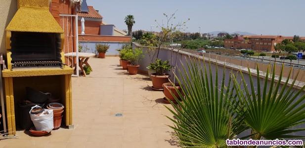 Dúplex con terraza y garaje grandes, 3 dorm, 3 baños, 165.000 €. Tel. 635510519.