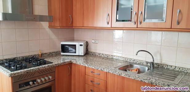 Piso 3 dorm, 2 baños, terraza, garaje, trastero, 105.000 €. Tel. 635510519.