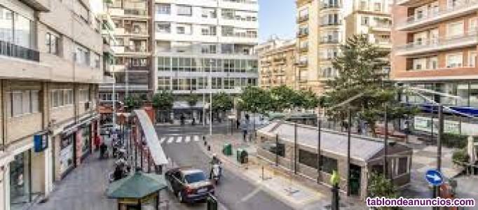 Bajo comercial de 125 m2, cerca Catedral, 2.000 €/mes. Tel. 635510519.