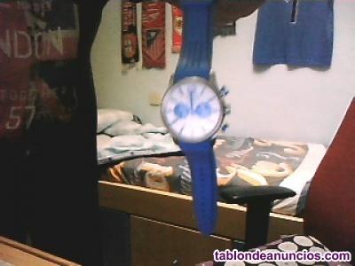 Reloj de color azul muy bonito