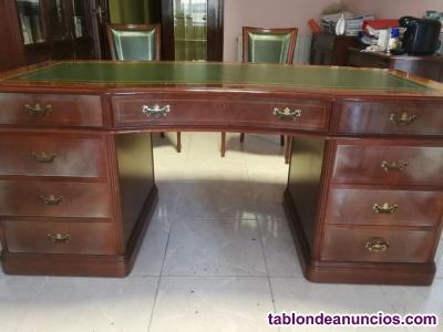 Mesa de despacho con dos sillones