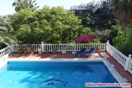 Chalet independiente con piscina privada en zona tranquila