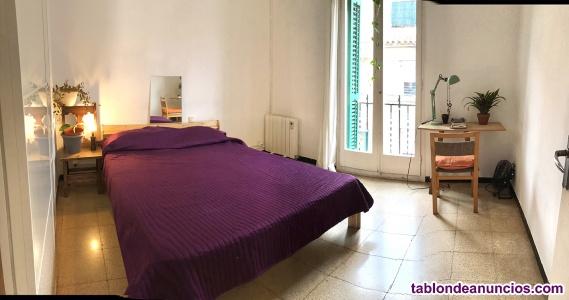 Alquilo habitación muy luminosa, con balcón en el barrio de Gracia, Barcelona.