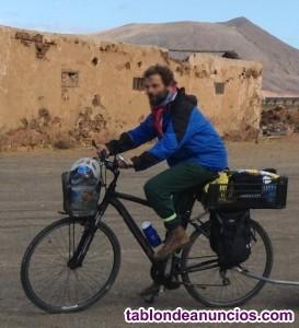 Bicicleta de cicloturismo Orbea Comfort 20, con complementos para viajar