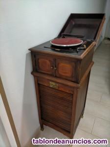 Mueble gramola de principios del siglo XX