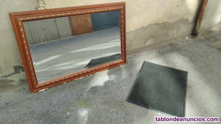 Espejo con marco de madera + felpudo