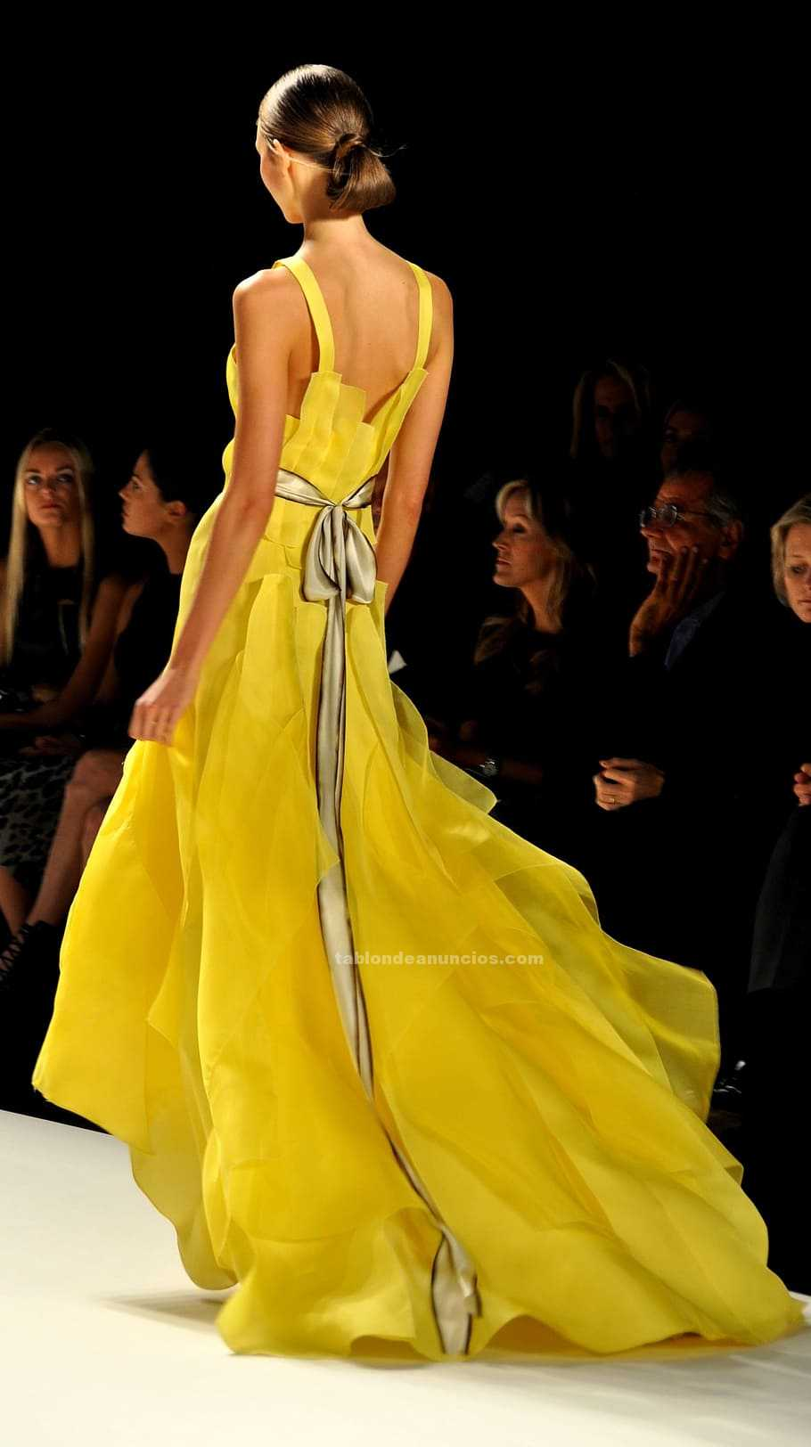 Chica jóven para realizar editorial de moda