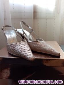Zapatos de fiesta Menbur plateados imitación cocodrilo. T. 40