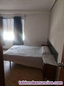 Alquilo habitación con cama grande