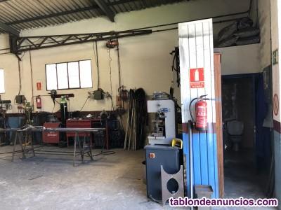 Se traspasa carpintería metálica en La Adrada, Ávila.