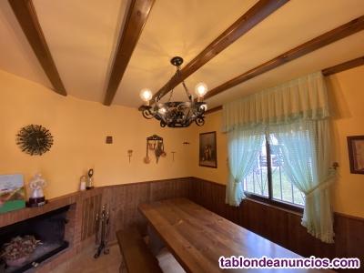 Mesa de madera robusta para bodega