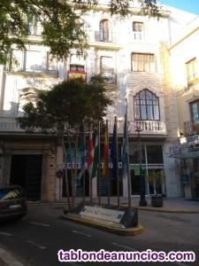 Alquilo local comercial céntrico en Almería.