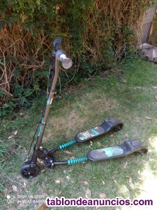 Patinete Slider de 3 ruedas plegable. Diseño de mariposa con frenos