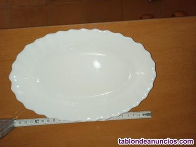 Bandejas de porcelana blancas con filo ribeteado