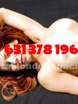 Mujer sensual con curvas voloptuosas