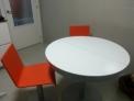 Mesa extensible y 4 sillas de dise�o
