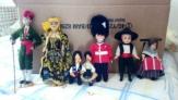 Más de 100 llaveros, 200 postales y 50 parejas muñecos regionales