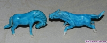 Caballos en porcelana china azul turquesa