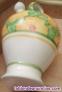 Botijo de cerámica esmaltada en blanco con motivos florales