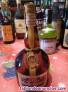 Botella de licor grand marnier con sello de 8 pestas