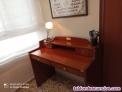Escritorio y silla de madera